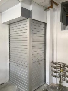 Manually Operated Aluminium Roller Shutters for Coffee Shop Back Door with Angle Mullion